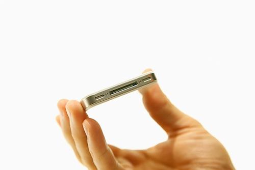iPhone 4のネジが分解困難な「ヒナギク」型に変更される。