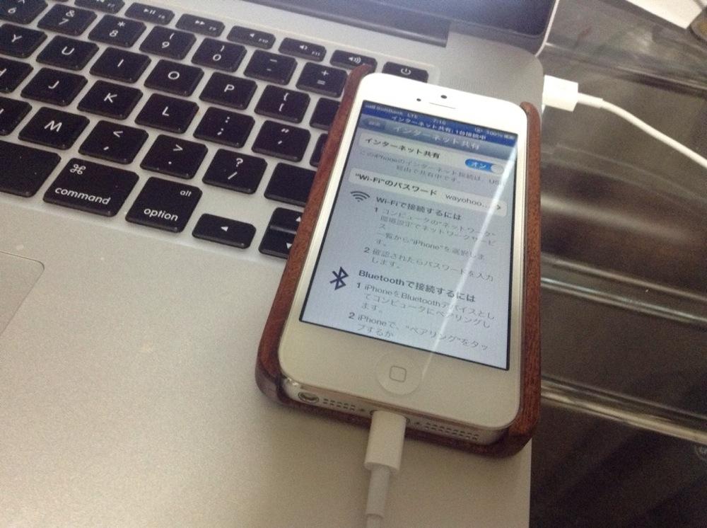 iPhoneでMacとUSBテザリングしている図