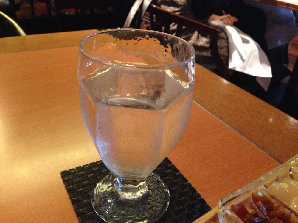水のグラス