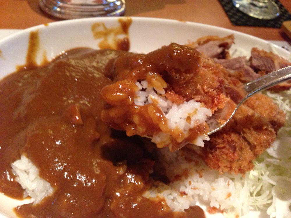 さっそく安倍元総理大臣のカツカレーを食べました!