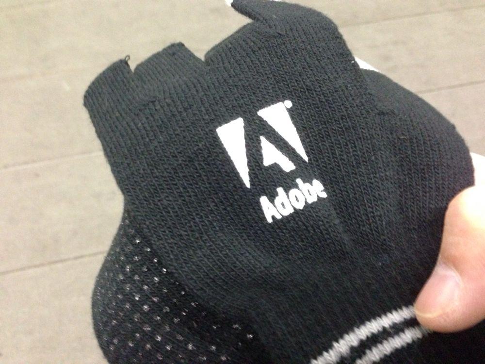 Adobeさんからスマホを操作できる手袋というクリスマスプレゼントもらったー!
