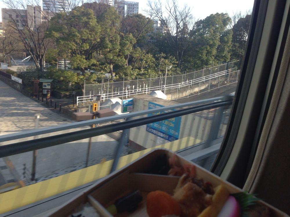 新幹線の車窓を見ながらのシウマイ弁当