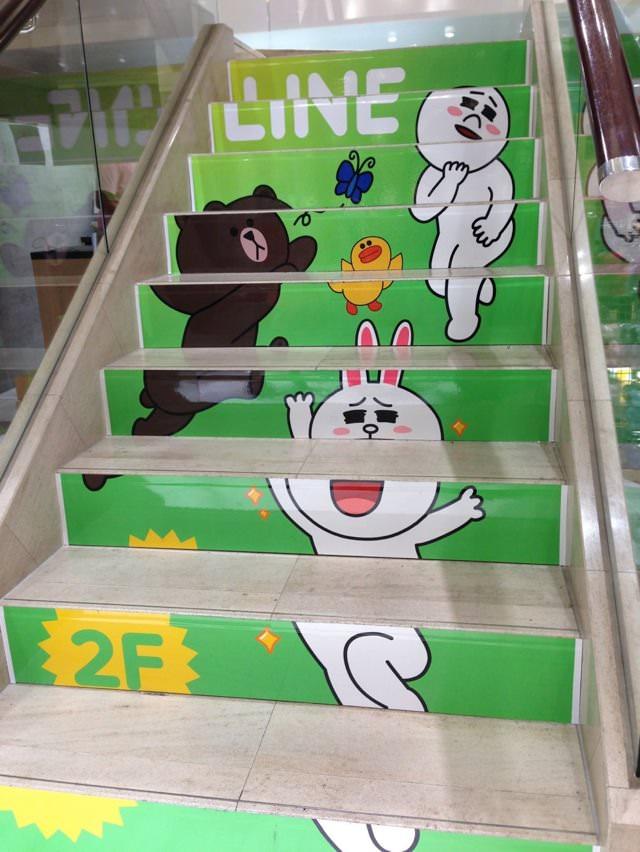 AppBank Store 新宿の階段はLINE仕様!