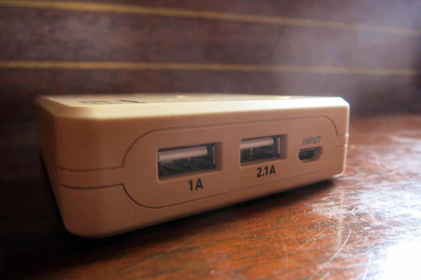 ダンボーのモバイルバッテリーの充電口