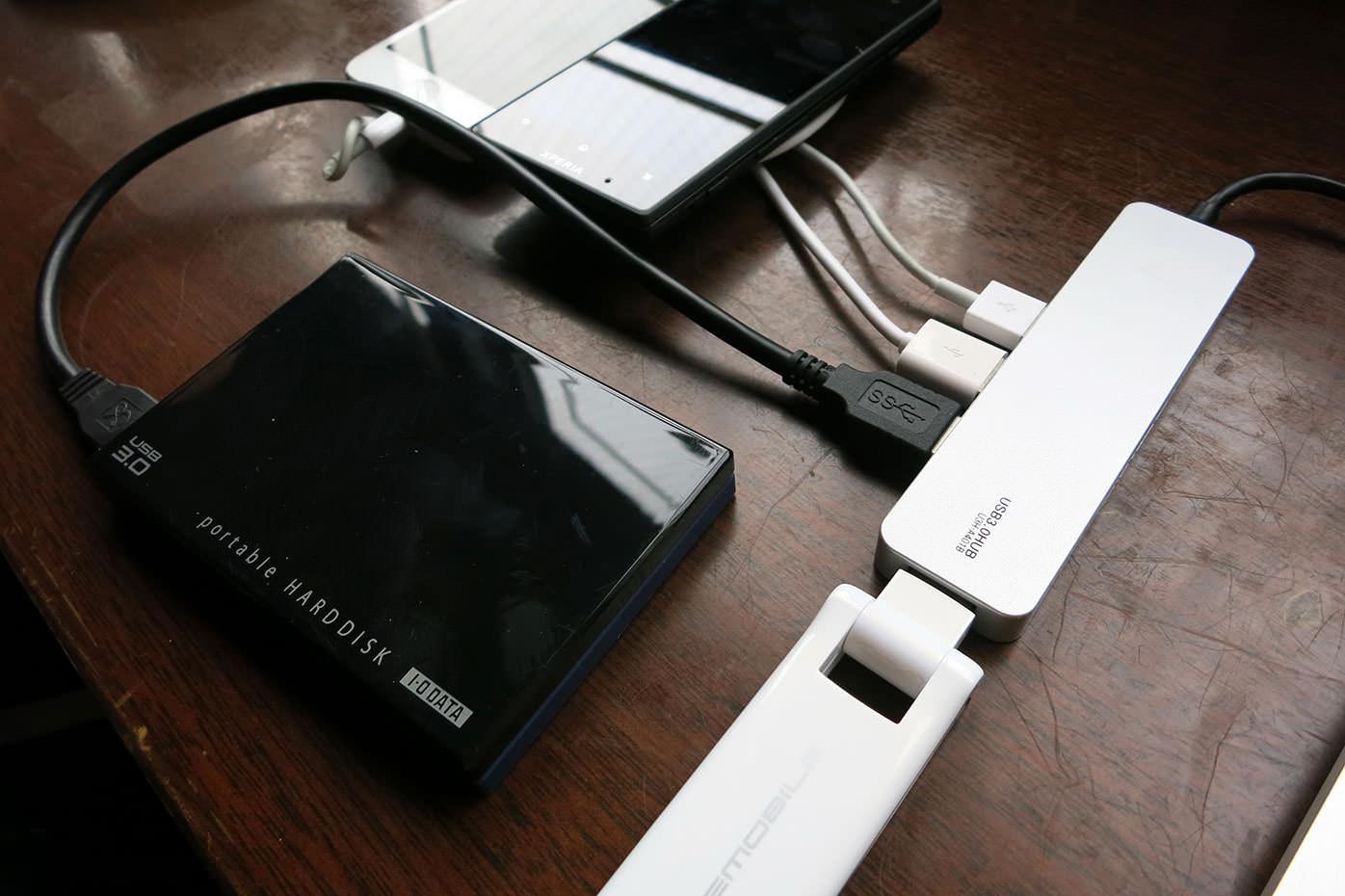 ElecomのUSB3.0対応ハブに4つのガジェットを接続した図