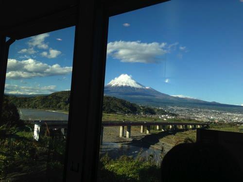 うお!富士山が凄く綺麗に見える!