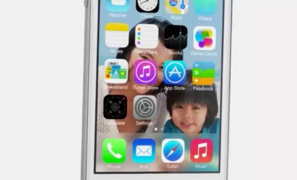 iOS 7は背景に動画を当てられる