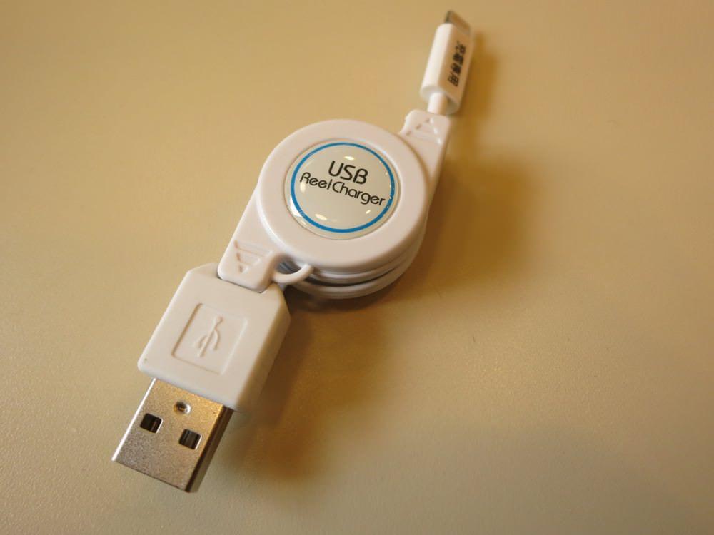むき出しのiPhone 5対応巻き取り式充電Lightningケーブル