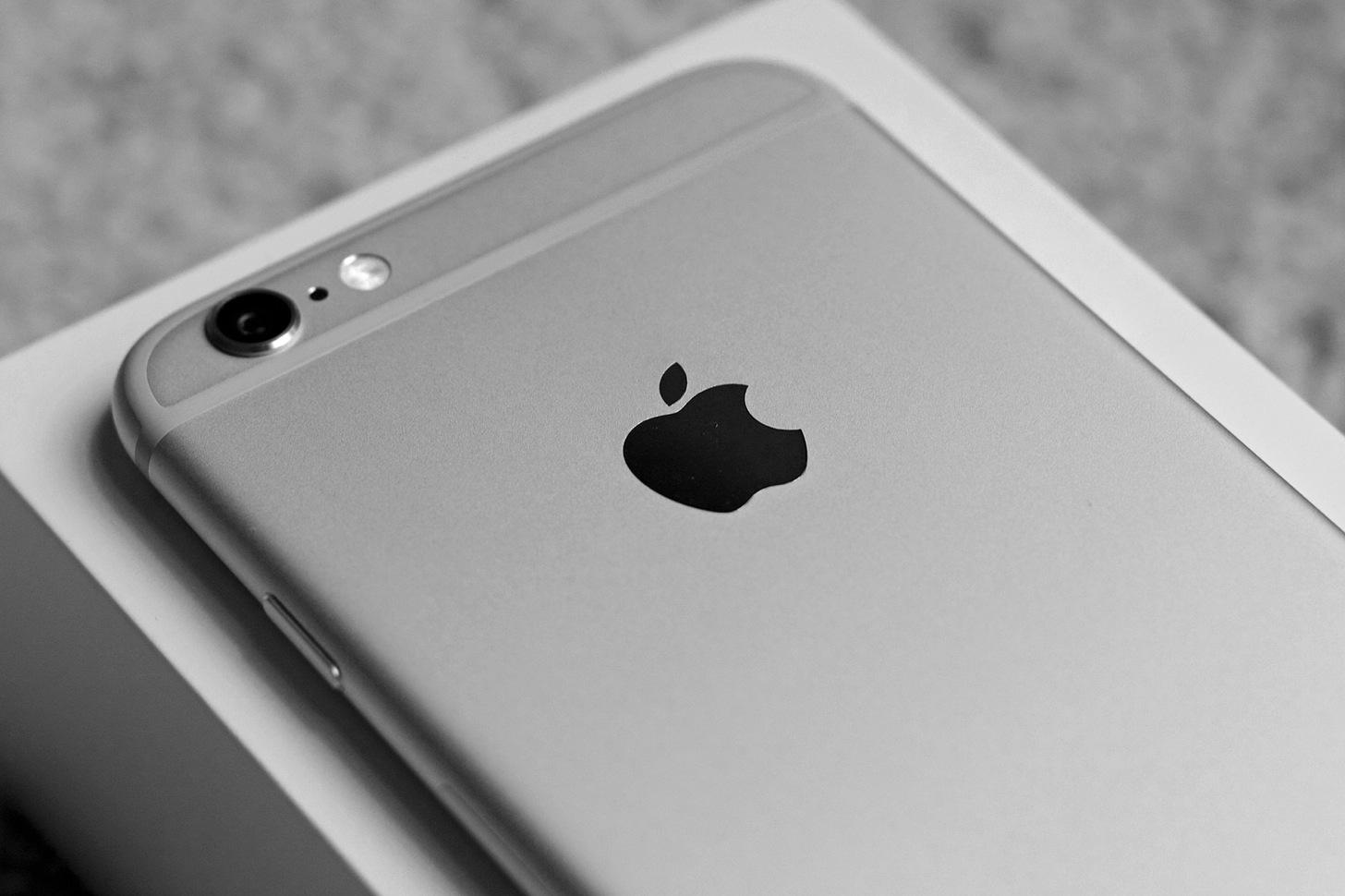【CSS】iPhone 6 / 6 Plusの画面にのみ効かせるスタイルシートの書き方。