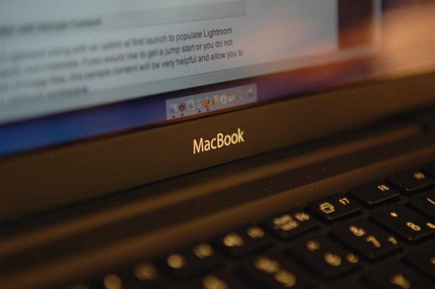 【Mac】ウインドウの上部が隠れてしまって移動ができなくなってしまった!って時の対処方法。