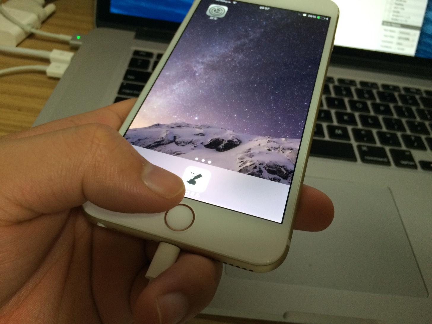 指紋認証によってiPhoneのロックを解除出来ました。