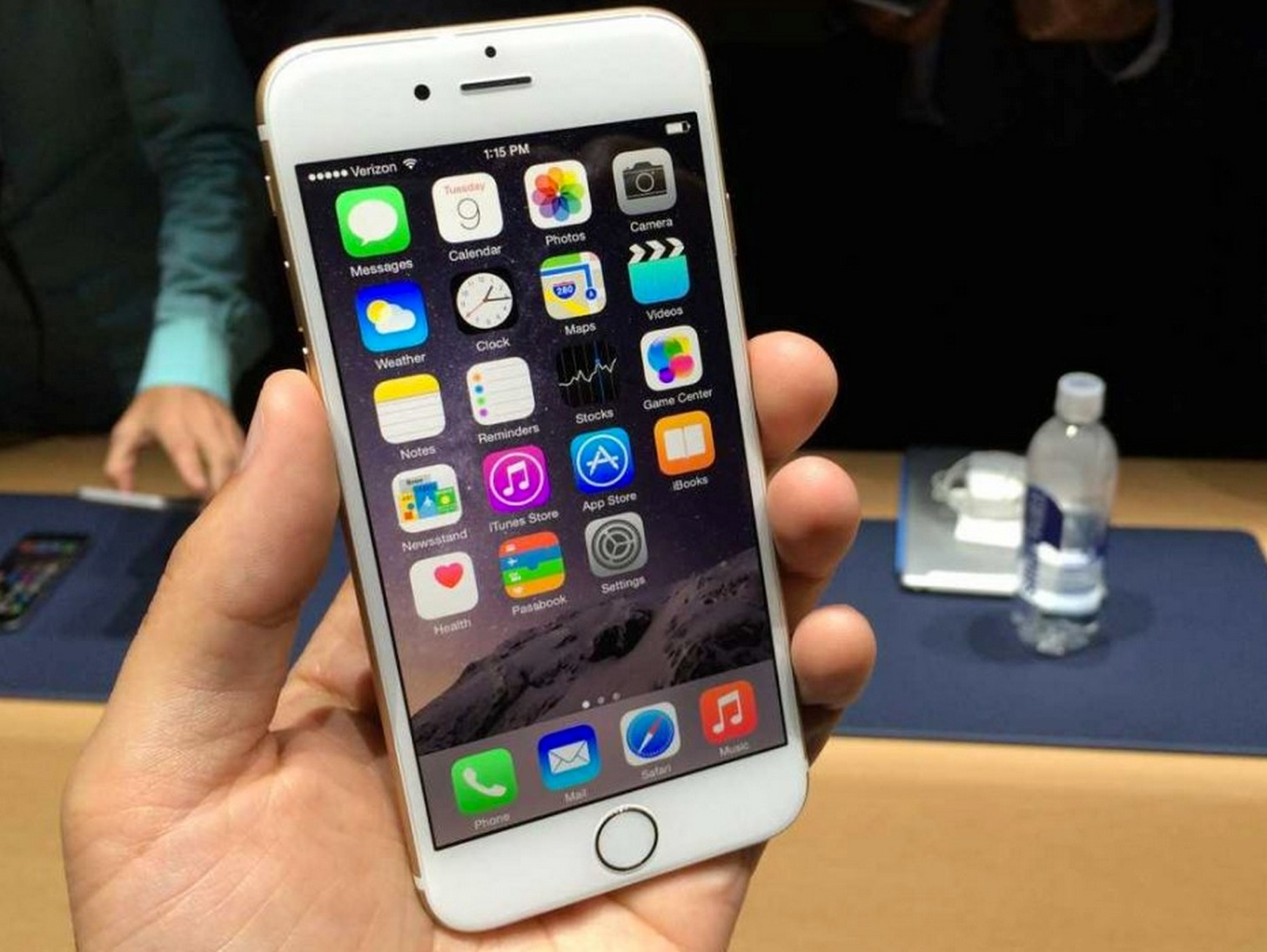 【料金】KDDI(au)のiPhone 6 / 6 Plusの新規・MNP・機種変更の一括価格と実質負担額を一目で比較できる表。