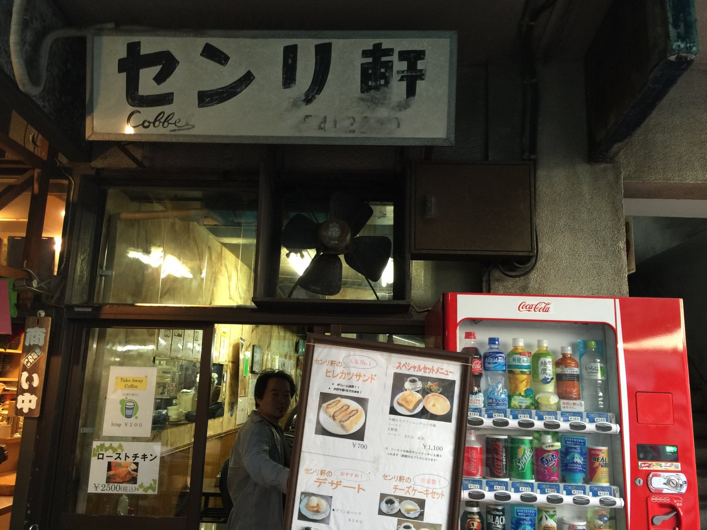 """【築地】贅沢な""""超普通""""!シチューを絡めたパンがたまらない!「センリ軒」"""