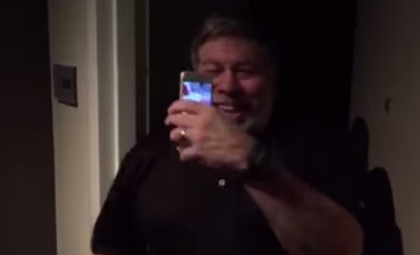 Appleもう一人の創業者スティーブ・ウォズニアックが、iPhone 6でホテルの鍵をニッコニコで解錠する動画。