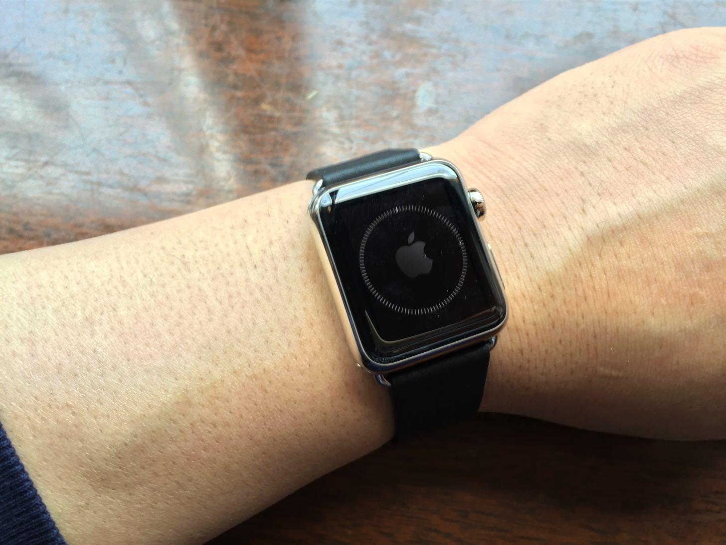 iPhoneとApple Watchが同期中。