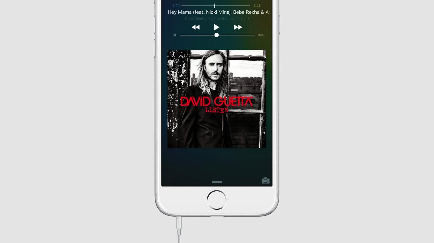 iOS9はヘッドホンジャックで車とも接続できます。