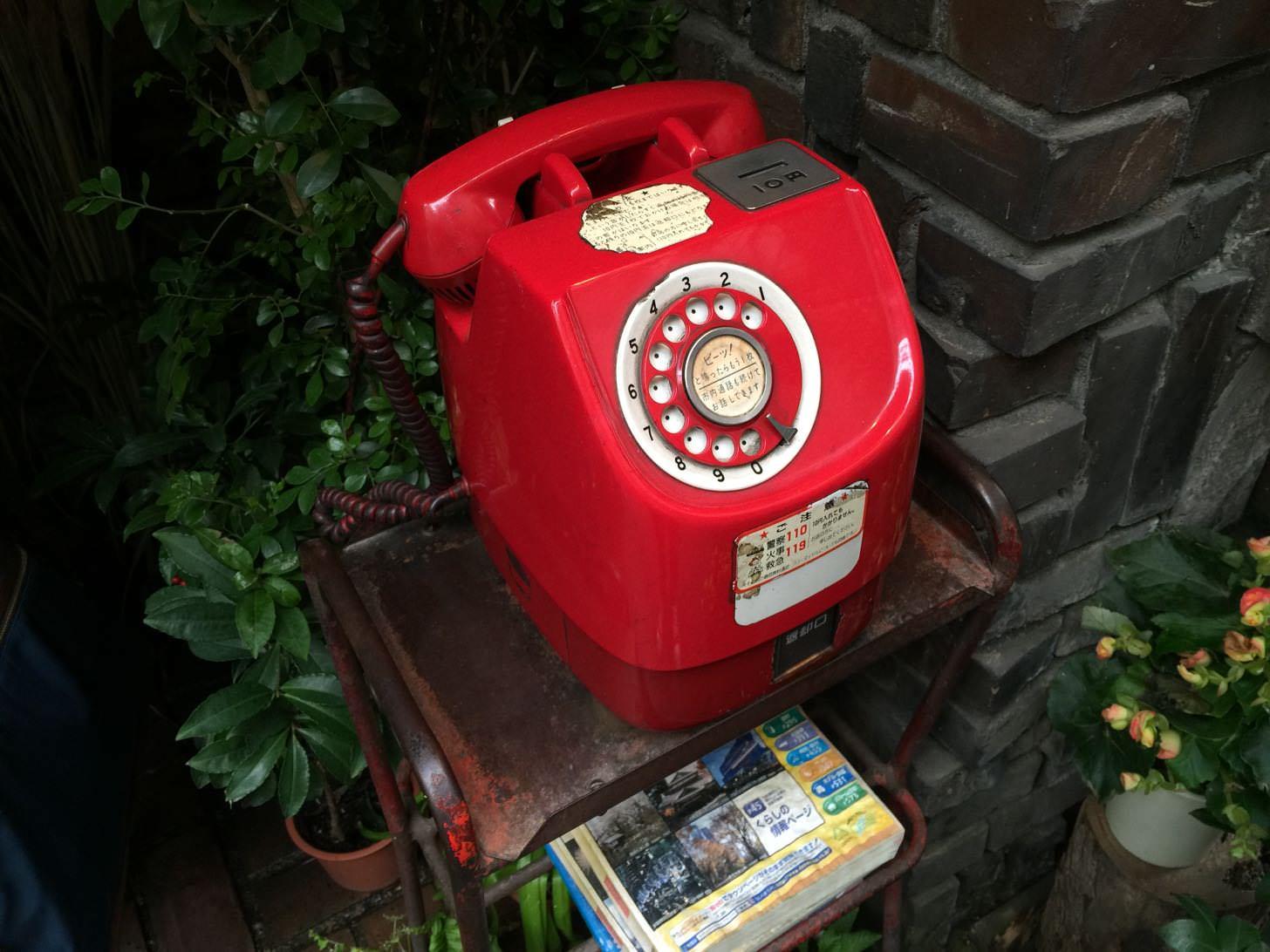 さぼうるの赤電話