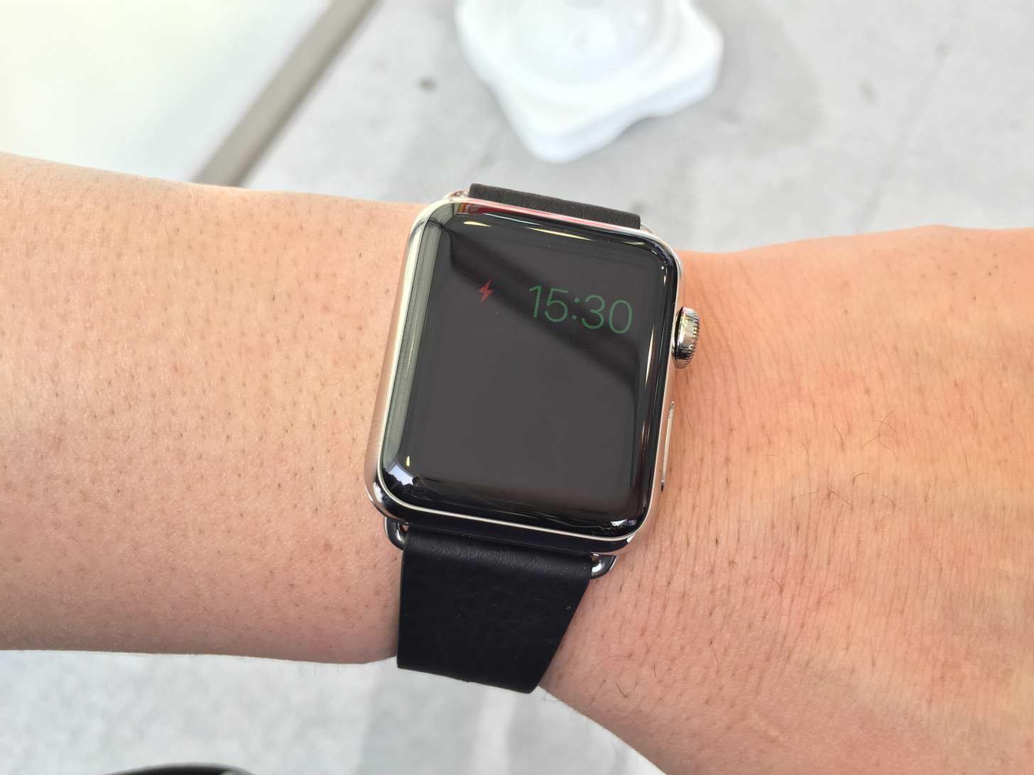 Apple Watchは、バッテリーが切れても「エンプティ画面」で時計が表示され続ける。