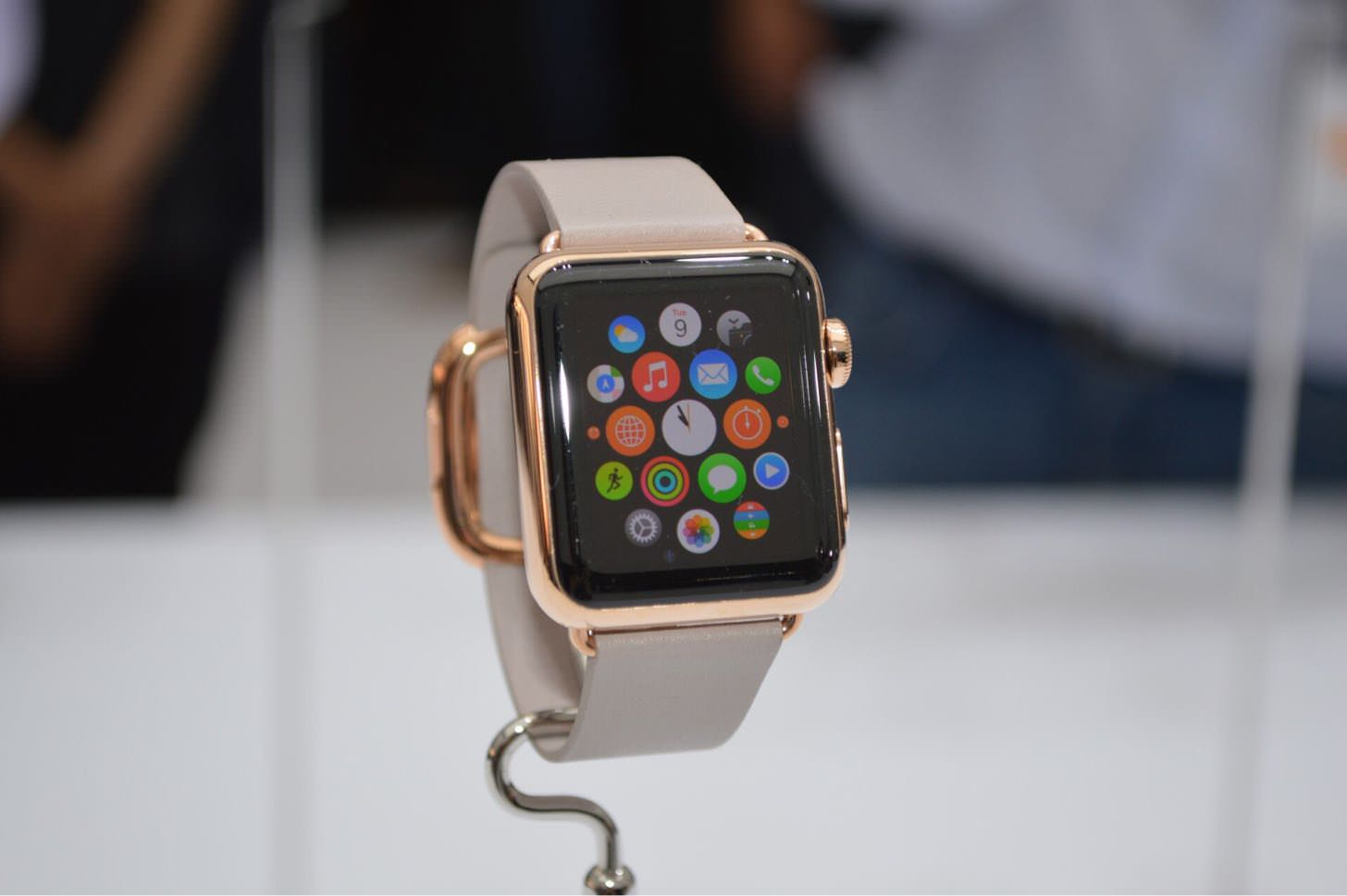 「わたしの価格は¥2,000,000です」Apple Watch Editionのパッケージから溢れ出る高級感がヤバい。