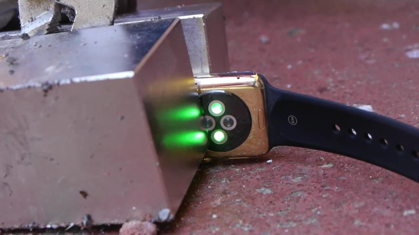 緑色にひかるApple watch Edition