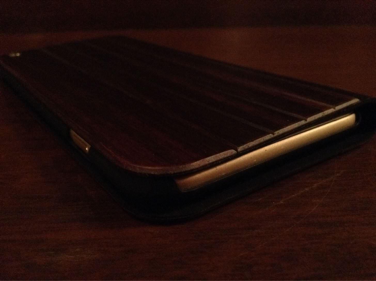 UUNIQUE Wooden Case with Panel Designを上側から。