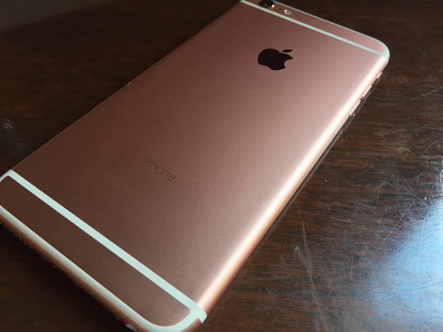 iPhone 6s Plus ローズゴールド 64GBの右サイド。
