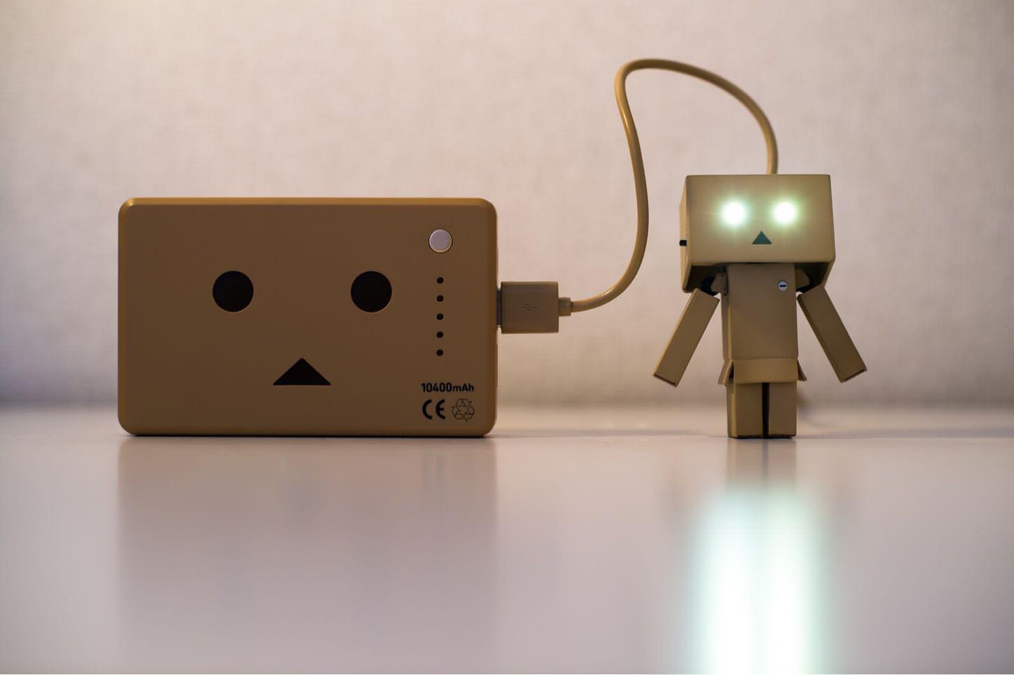 スマホのバッテリー充電時間を従来の3分の1にするACアダプタが来年登場へ。