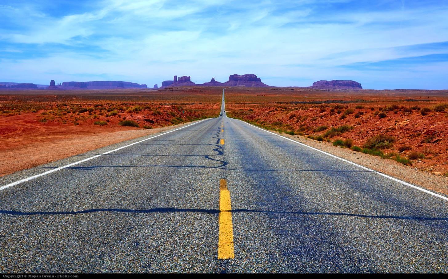 コンクリート道路とアスファルト道路