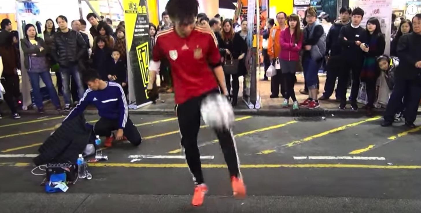 ボールは友だちを超えている!香港の神業的リフティングテクニックがヤバイ。