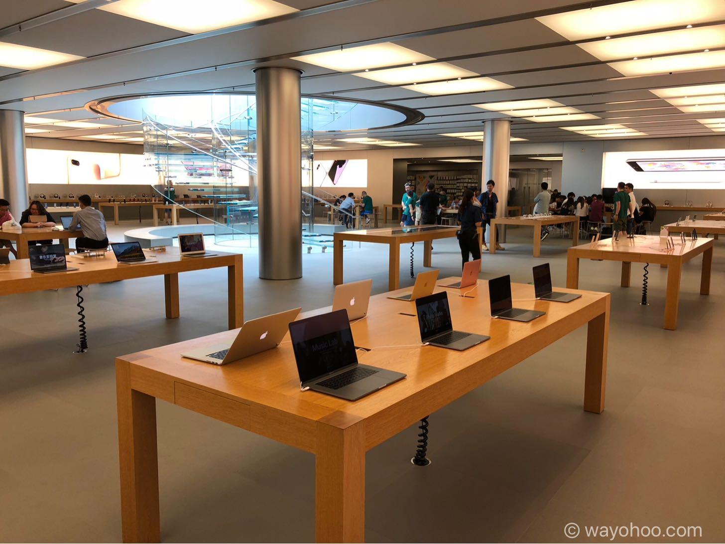 Apple Store上海の店内