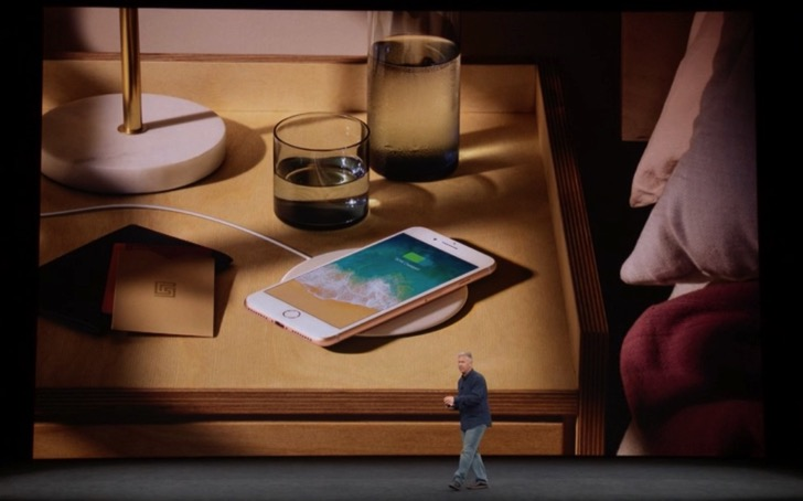 iPhone8はワイヤレス充電が可能に