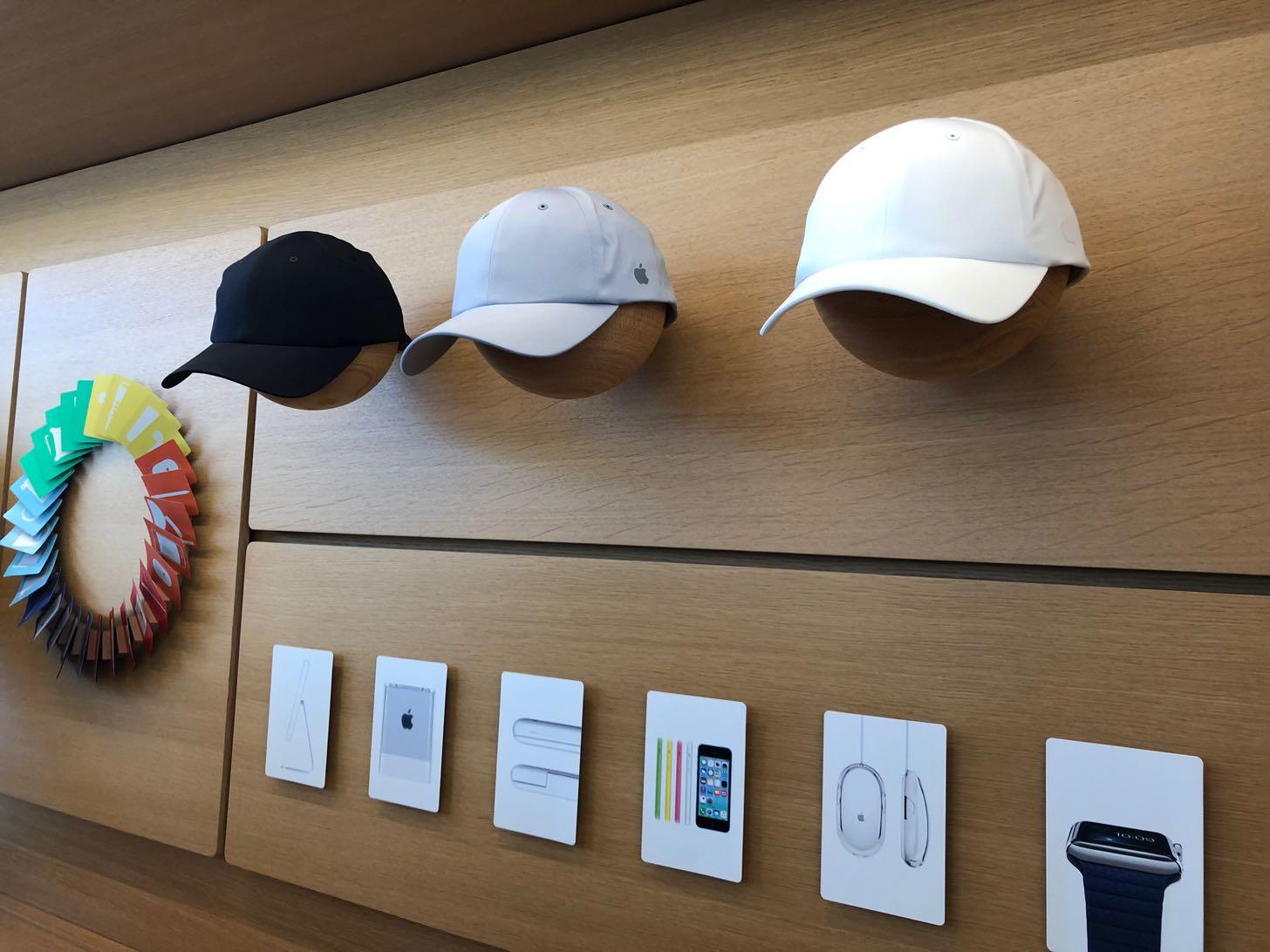 Apple Parkビジターセンター限定のキャップ
