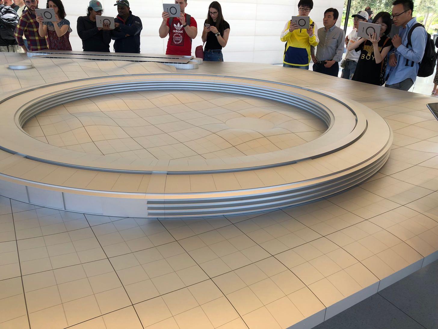 Apple Parkビジターセンターにある模型