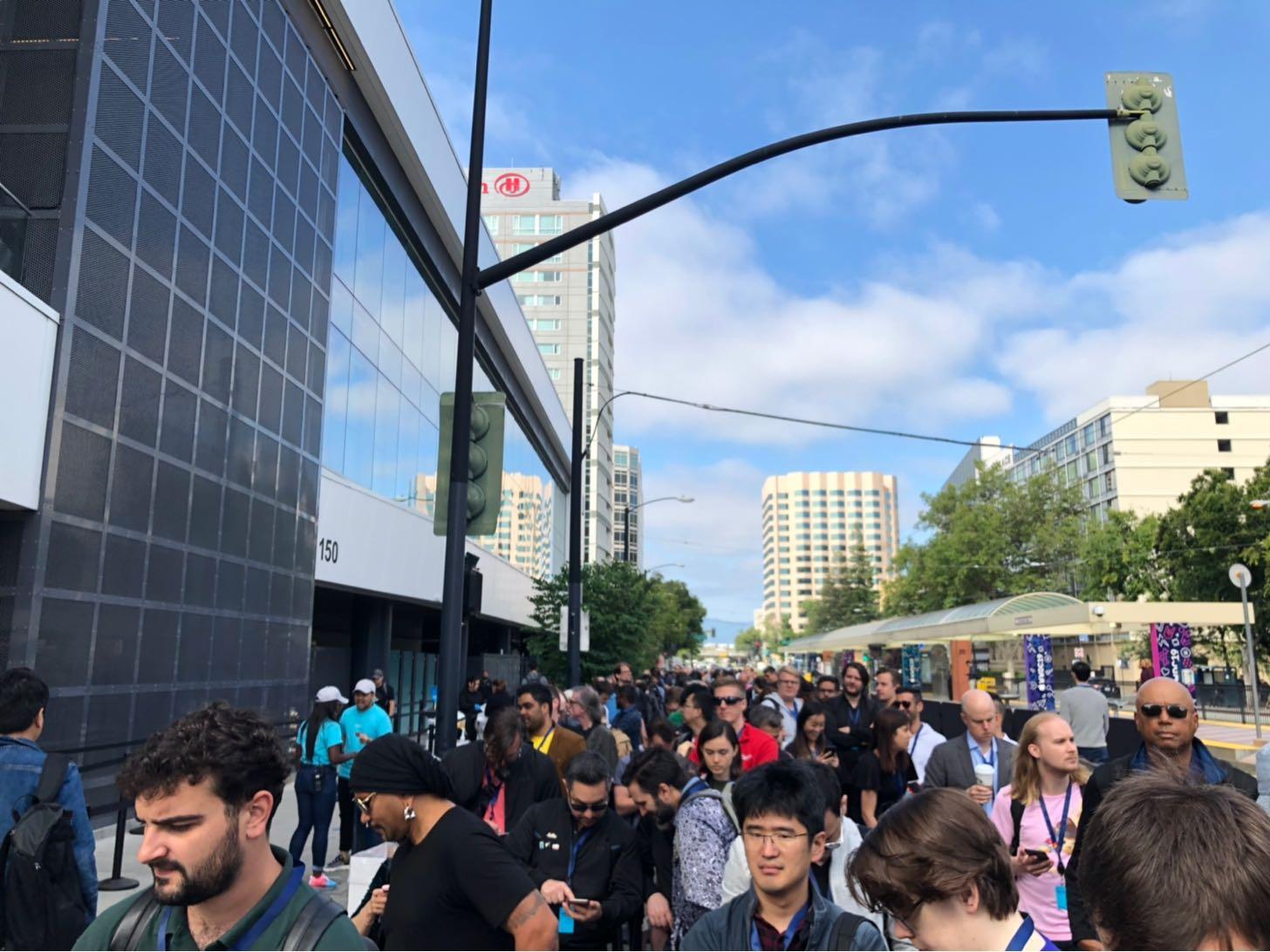 WWDC2019会場の行列。