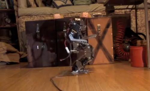 iPadでロボットをギュインギュイン動かしてるムービー