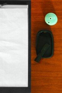 墨が無くなったら、紙の周りの黒い縁をタッチして墨汁の画像をこすることで墨がつく。