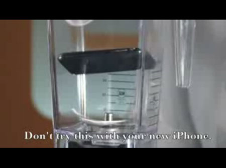 iPhone 3Gをいきなり粉砕!ミキサーにかけてしまう動画