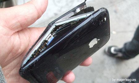 iPhone 3Gホワイトモデルの裏側に傷が世界中で入りまくり。