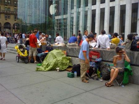 ニューヨークのiPhone行列模様。