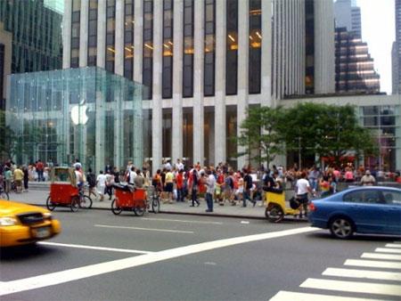 ニューヨークのiPhone行列模様2