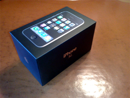 iPhoneの箱。な、長いw
