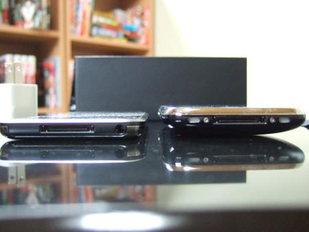 iPhone 3Gの方がほぼ倍の厚み。