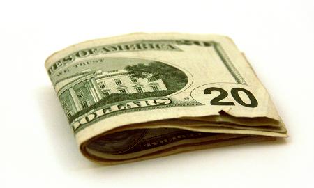 iPhone 3GSへ機種変更の際、1995円の事務手数料はどこで購入しても取るそうです。