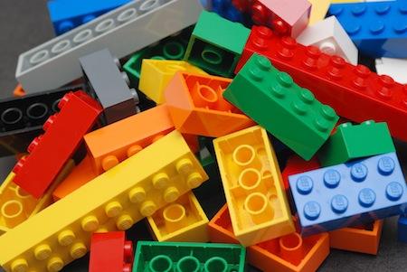あっそうか! レゴブロックでiPadのスタンドを作ってもいいじゃん。