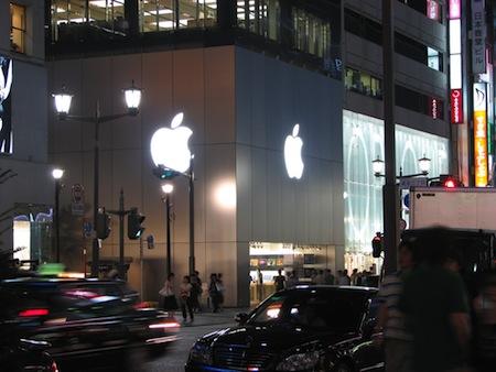 Apple Store銀座店で早くもiPad行列してる人がUSTREAM配信なう。