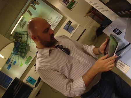 iPadユーザ層、約7割が男性で、約8割が35歳以上という調査結果。