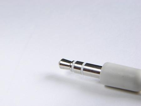 Apple、iPodなどのイヤホンの素材を一部変更。ゴムからプラへ移行。