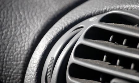 日産の新型電気自動車EVはなんとiPhoneでエアコン操作が可能!