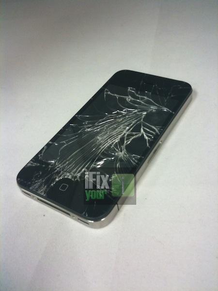 iPhone 4 Retina display 落としたらやっぱり割れちゃう。