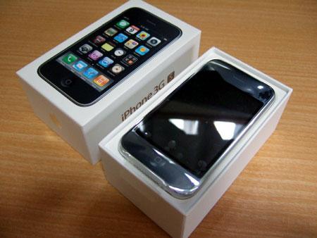 iPhone 3GS開封の儀を執り行います